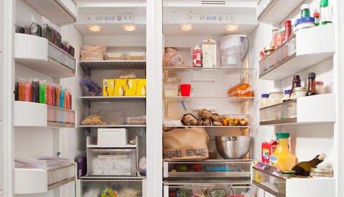 Cho thực phẩm đầy tủ lạnh để tiết kiệm điện