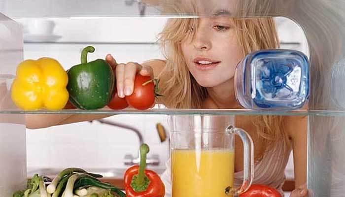 Không nên để cà chua sống trong tủ lạnh