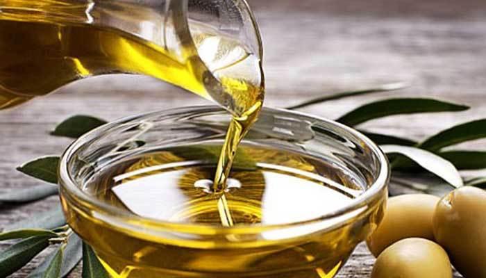 Không cần dùng tủ lạnh, bạn có thể bảo quản dầu oliu bằng cách để chúng nơi thoáng mát và tránh ánh sáng mặt trời.