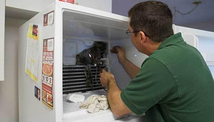 Ống lưu thông tủ lạnh bị tắc