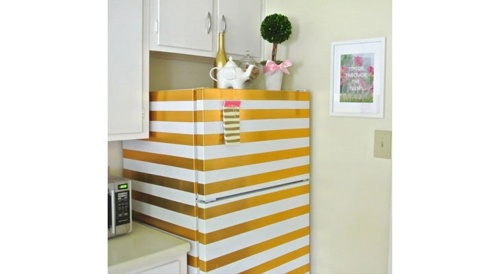 Trang trí tủ lạnh bằng giấy dính