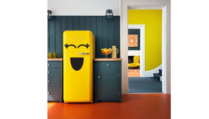 Làm mới tủ lạnh với biểu tượng mặt cười.
