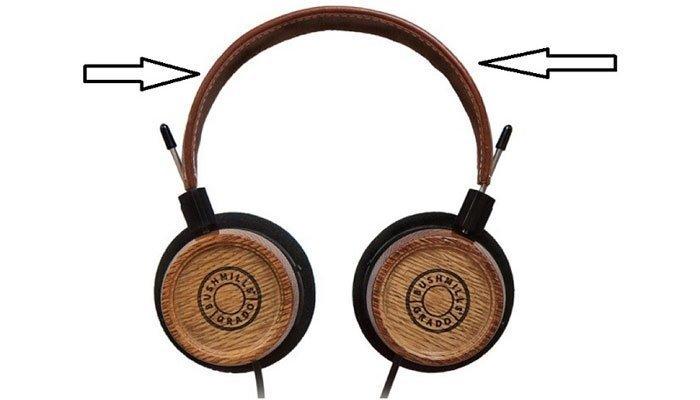 Hãy bẻ tai nghe qua hai bên để tạo độ co giãn
