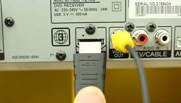 Kết nối cổng HDMI từ đầu đĩa với tivi