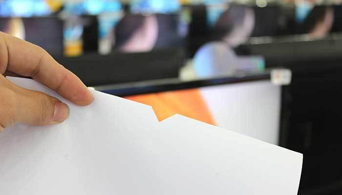 Mép giấy đã cắt để thử nghiệm độ phân giải tivi
