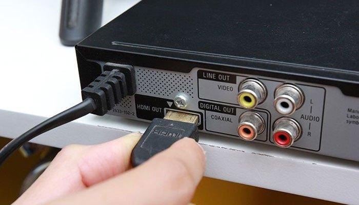 Các cổng kết nối tivi và đầu đĩa DVD có thể bị lỏng