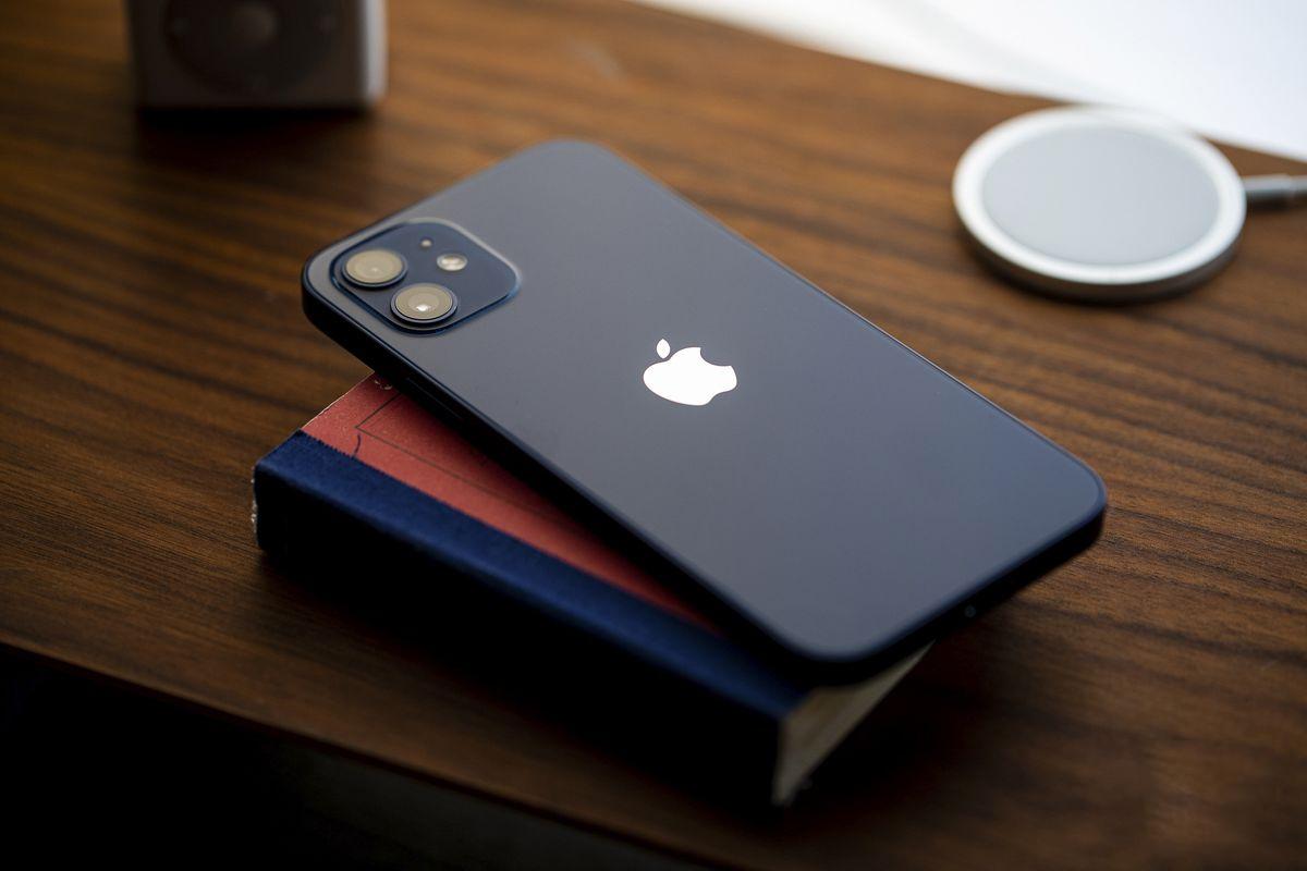 Kiểm tra khả năng kháng nước của iPhone 12