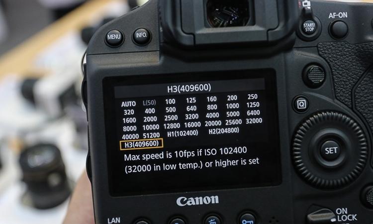 Máy ảnh Canon EOS 1DX MK II chụp hình liên tục