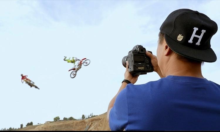 Dễ dàng lấy nét bằng tay, hỗ trợ quay phim hiệu quả hơn cùng máy ảnh Canon EOS 1DX MK II