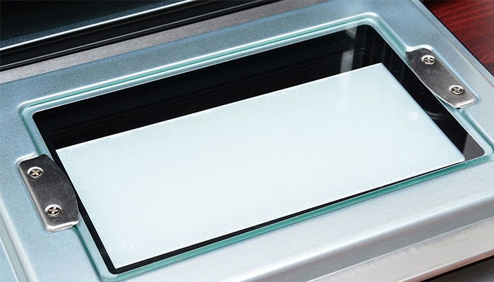 Cửa kính 2 lớp của lò nướng chắc chắn và đảm bảo nhiệt