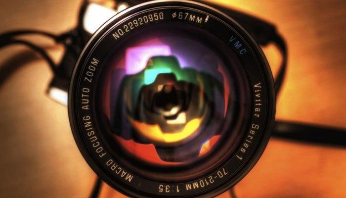 Bức ảnh sẽ không còn hoàn hảo nếu ống kính bị trầy khi bạn mua cũ