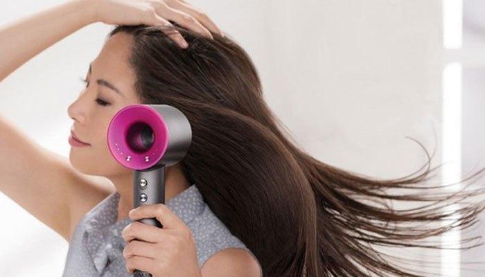 Chọn cấu tạo máy sấy tóc phù hợp với tay người dùng