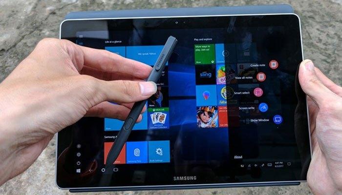 Bút S-Pen cũng được trang bị trên máy tính bảng Galaxy Book