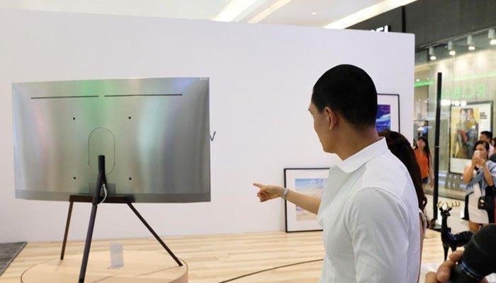 Sợi cáp trên tivi QLED được tối giản hết mức