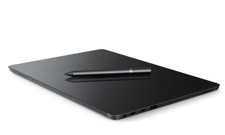 Máy tính Eve V dày hơn một chút so với Surface Pro 4, nhưng đổi lại bạn có thêm cổng và thời gian dùng pin