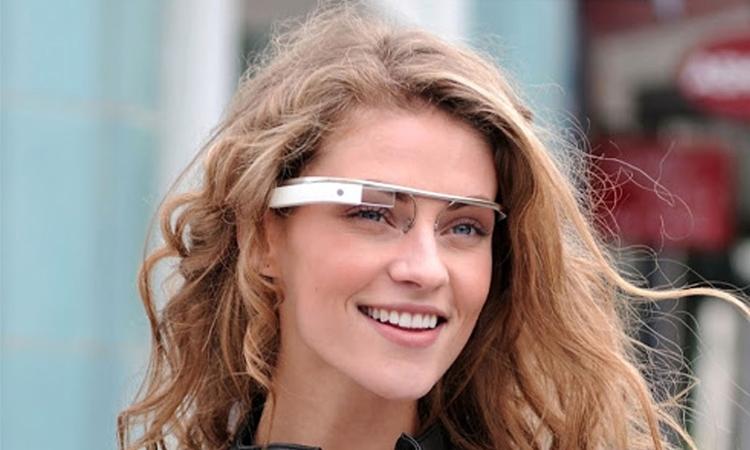 Chiếc kính mang tên Google Glass đang chiếm lĩnh thị trường này