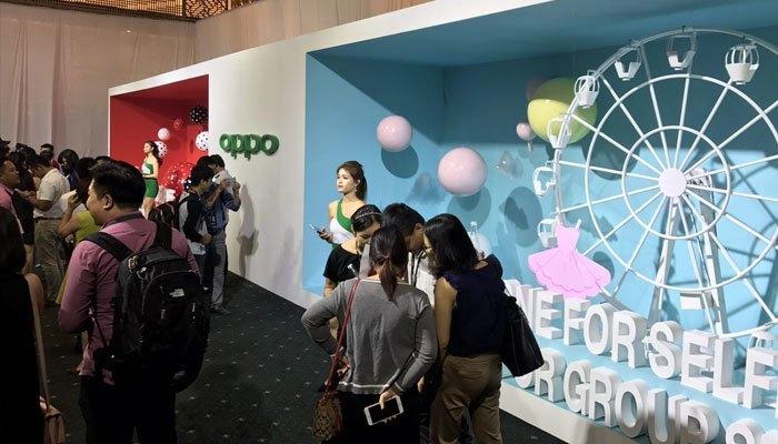 Khu vực trải nghiệm chụp ảnh điện thoại OPPO F3 Plus
