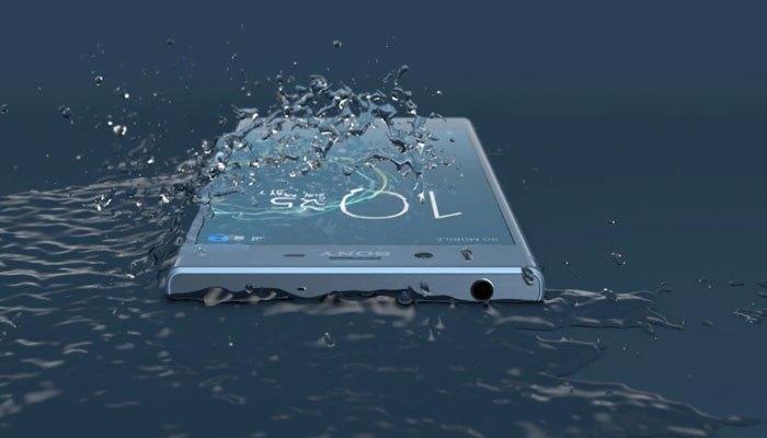 Công nghệ chống nước cũng là một điểm nhấn của điện thoại Sony Xperia XZs