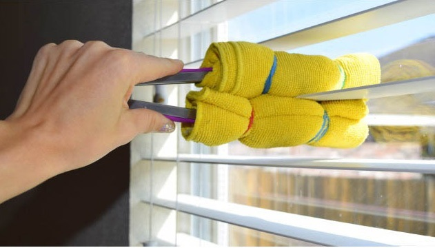 Mẹo vặt vệ sinh rèm cửa sổ