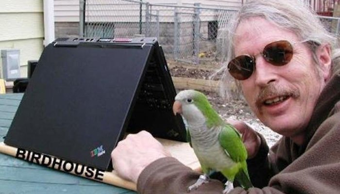Dùng máy tính xách tay để làm chuồng nuôi chim