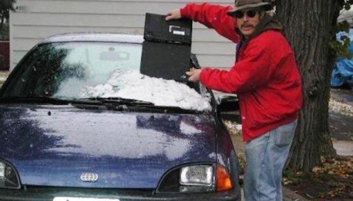 Hóa ra máy tính xách tay còn làm cào tuyết được cơ à?