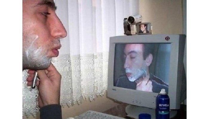 Dùng máy tính để cạo râu, tại sao không?
