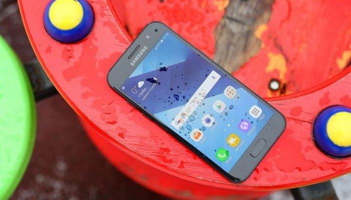 Điện thoại Galaxy A3 2017 mang khả năng chống nước IP68