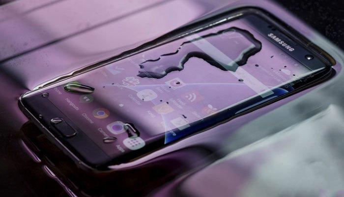 Tính năng chống nước chắn chắn không thể thiếu trên điện thoại Galaxy S8