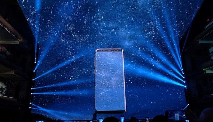 Màn hình vô cực với thiết kế tràn viền là vũ khí trong cuộc chiến năm nay của Samsung