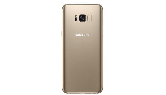 Mặt lưng sang trọng luôn là điểm cộng cho điện thoại Samsung