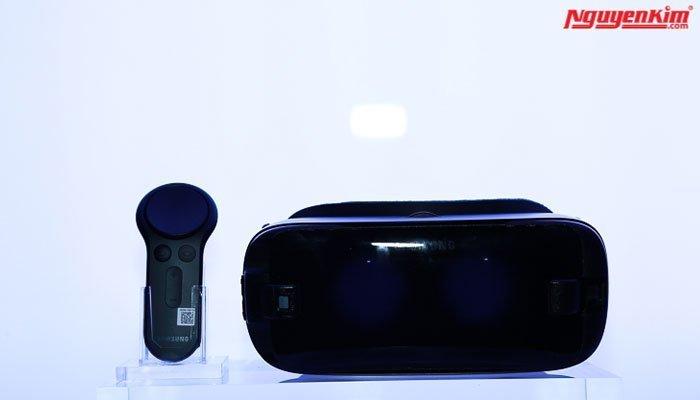 Bộ đôi kính thực tế ảo và Gear 360 cũng được thu hút không kém