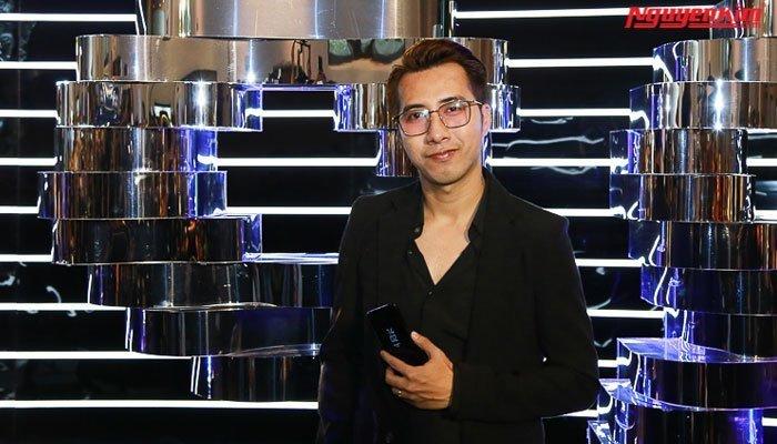 Hoàng Touliver ấn tượng với chiếc điện thoại Galaxy S8