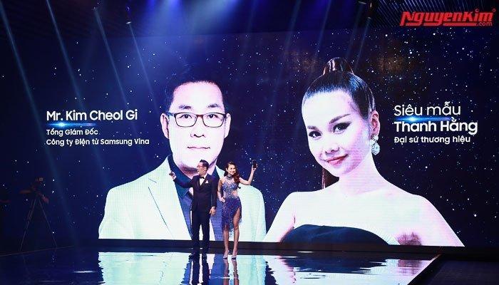 Thanh Hằng là đại sứ cho điện thoại Galaxy S8