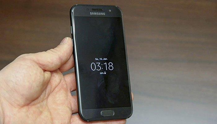 Điện thoại Galaxy A3 2017 lấy cảm hứng thiết kế từ Galaxy S7 Edge