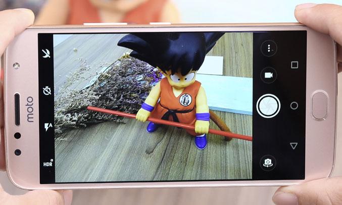 Điện thoại Motorola G5S Plus Vàng (XT1805) chụp hình xóa phông