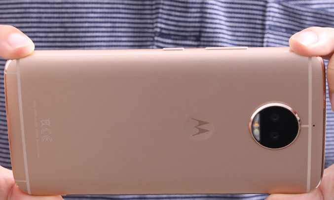 Điện thoại Motorola G5S Plus Vàng (XT1805) pin hoạt động khá