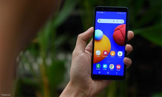Điện thoại Samsung Galaxy A01 Core Xanh Thiết kế hiện đại, nhỏ gọn