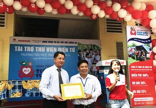 Nguyễn Kim mang thư viện điện tử đến với Vĩnh Long