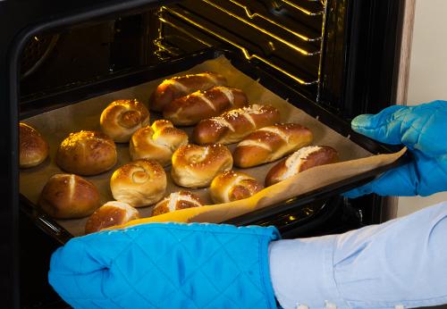 Cách hấp bánh mì thơm ngon bằng lò vi sóng/lò nướng