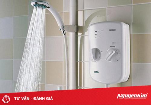 Tại sao phải tắt bình nóng lạnh khi tắm