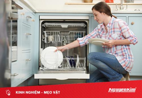 Tại sao bạn nên đặt bát đũa bẩn nhất ở giữa máy rửa bát?