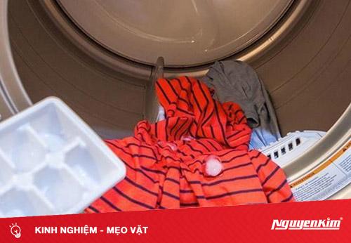 Tác dụng thần kỳ khi cho đá viên vào máy giặt