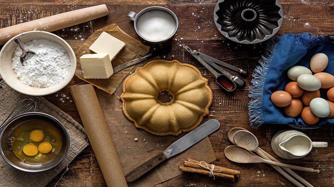 Nên Làm Bánh Từ Máy Xay Sinh Tố Cầm Tay Hay Máy Đánh Trứng?