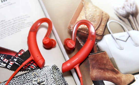 Tai nghe Sony MDR-XB80BSRZE màu đỏ tích hợp micro trên dây đàm thoại thả ga