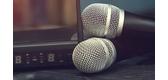 Nên lựa chọn micro có dây hay không dây cho gia đình đam mê ca hát?